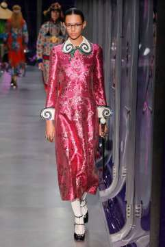 gucci-fw17-rtw-fall-winter-2017-2018-collection-20-metallic-dress